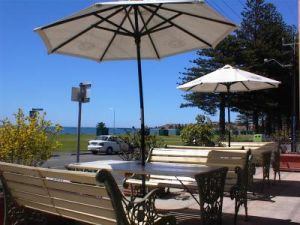 Anchorage at Victor Harbor Seafront Hotel - tourismnoosa.com