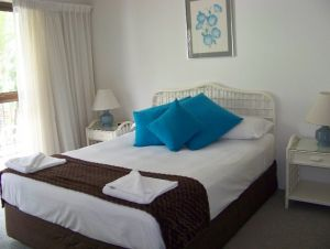 Old Burleigh Court Holiday Apartments - tourismnoosa.com