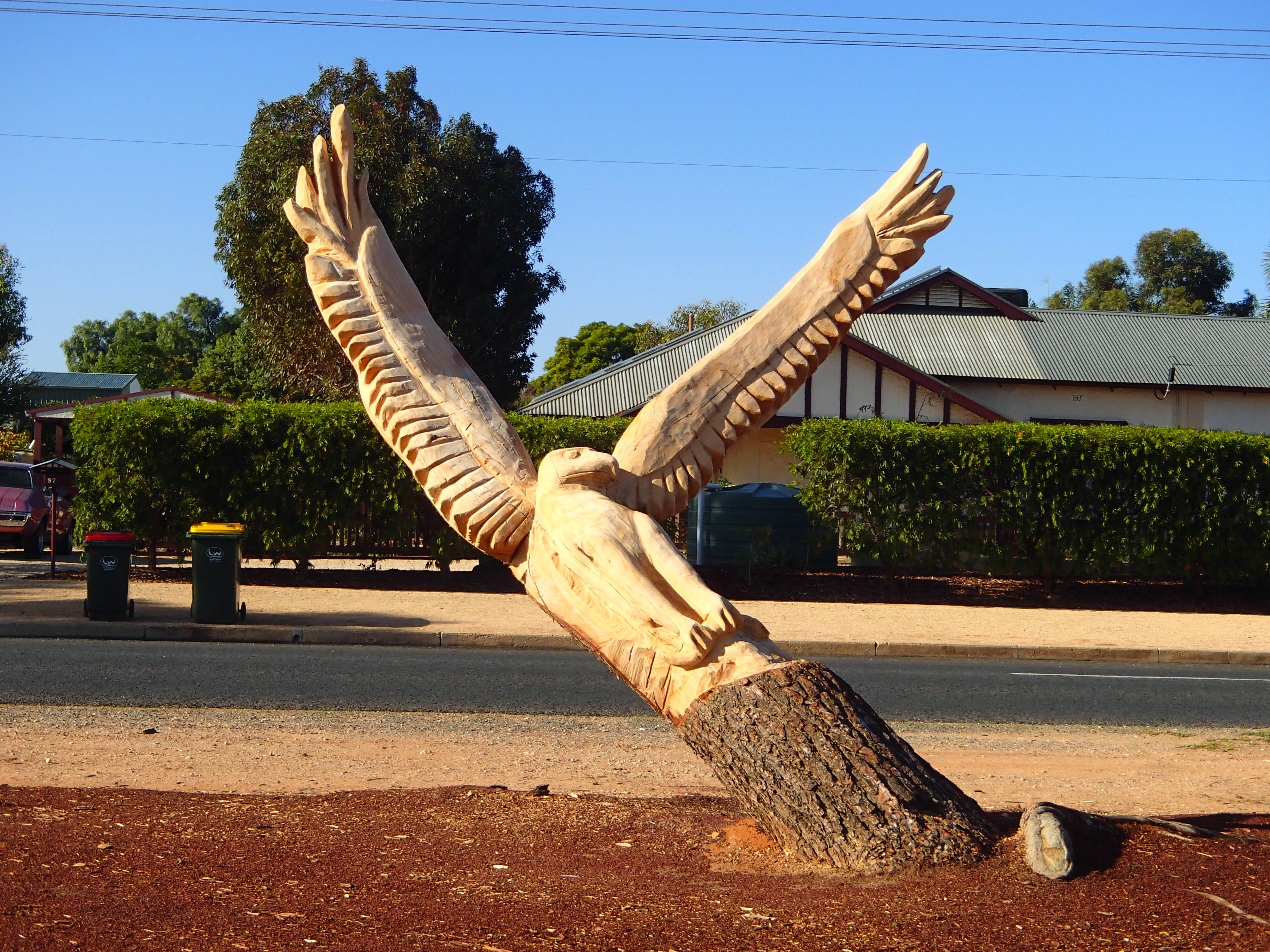 Loxton Tree sculptures - tourismnoosa.com