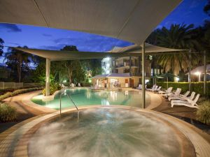 Ramada Resort by Wyndham Flynns Beach - tourismnoosa.com