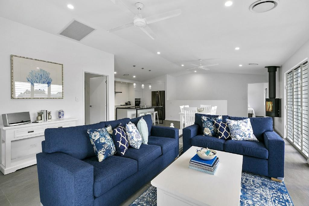 Ocean Views, Luxury Living In Noosa Heads - Unit 2/13 Angler Street - tourismnoosa.com