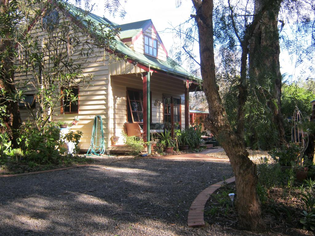 Ballarat cottages incorporating yarrowee cottage and Admirals cottage - tourismnoosa.com